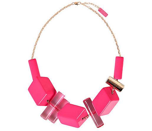2e960902e619 А для праздничного настроения на официальном сайте Фурла можно подобрать  парочку меховых браслетов ярко-красного цвета или оттенка фуксии.