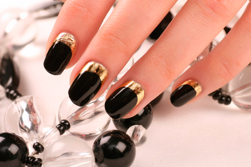 Дизайн ногтей золотой френч с черным