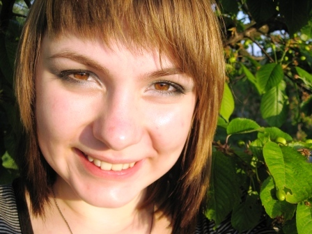 Светлые волосы карие глаза